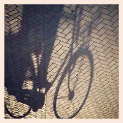 ML0032-schaduw-fiets - instagram- fotografie van Marjolein Lensink - fotografie - Zaansgroen